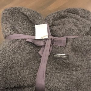 BAREFOOT DREAMS NWT Cozy Chic Throw